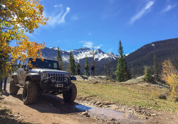 Fall Jeeping over Stoney Pass (photo by b4Studio)