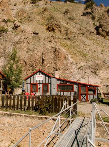 6_walk-bridge-cabin-rental